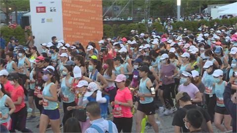 全球首場「大型女子半馬路跑」 市民廣場盛大開跑