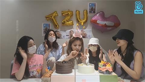 周子瑜直播迎22歲生日 TWICE團員串通整人合體慶生