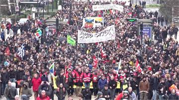 馬克宏推退休新制引民怨 示威抗議持續13天