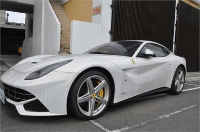 買F12 Berlinetta現省1000萬元?中檢二拍法拉利、瑪莎拉蒂3名車