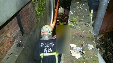 新莊公寓火警 母攜子女跳窗卡窄巷獲救