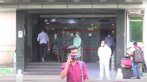 印度疫情仍發燒 新德里五度延長封城