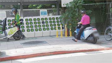 電動機車更換電池 違規騎上人行道引發民怨