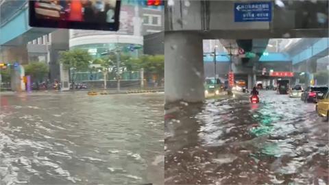 暴雨狂襲「機捷A8前變汪洋」!水淹馬路開車像開船 驚人畫面曝光
