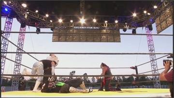墨西哥摔角擂臺移師戶外 民眾坐車內觀賽兼顧防疫