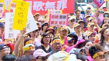 伴唱機版權遭壟斷 上千民眾智財局前抗議