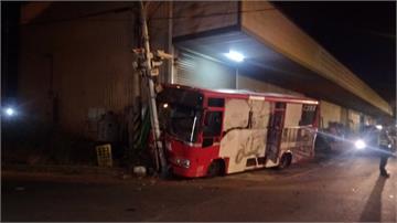 公車駕駛稱暈眩自撞號誌桿 3乘客受傷
