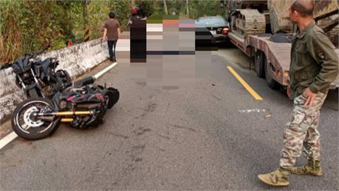 自小客搶快逆向超車 「盲彎」撞機車再波及曳引車釀1死