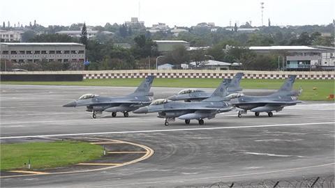 快新聞/F-16飛行中「座艙罩飛脫」 幸安全降落嘉義基地