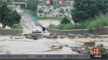汛期、暴雨下不完...  山崩、路坍、淹水 災民欲哭無淚!