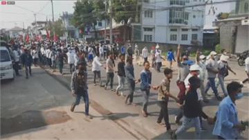緬甸民眾發動政變以來最大規模示威 軍方警告上街抗議:將招致生命危險!