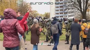 白俄羅斯數萬人上街反總統 警對空鳴槍示警