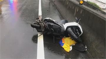 19歲騎士過彎打滑撞車身亡 被撞駕駛:他直接飛到我車底!
