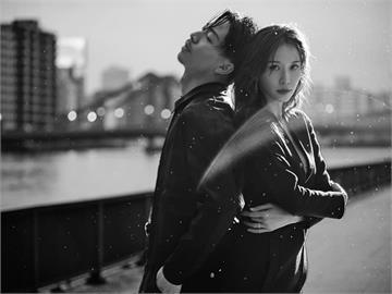 林志玲秀飽滿超深事業線 手拉AKIRA深情對望慶結婚兩週年