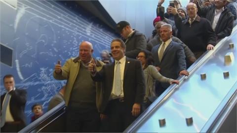 紐約州長郭莫捲性騷擾下台 結束十年州長生涯
