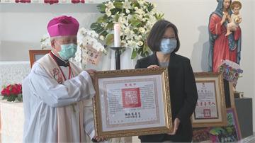 快新聞/甘惠忠神父一生奉獻獲頒褒揚令  蔡英文:正港的台灣人!