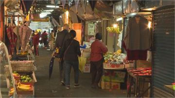 快新聞/秋冬防疫專案上路首日 東門市場少部分攤商未戴口罩