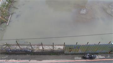 鳳山忠孝里大淹水 居民懷疑鐵路便橋擋排水
