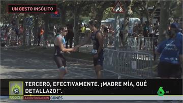 西班牙三鐵選手展現運動家精神!對手跑錯路線原地等...感動好萊塢巨星