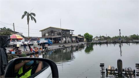 釣魚場偷營業首天就被抓! 老闆、7釣客全落網