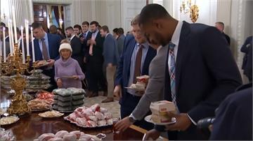 美式足球冠軍隊進白宮吃什麼?川普自掏腰包叫速食外賣