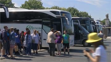 觀光客阻礙交通 巴黎市中心擬禁巴士進入