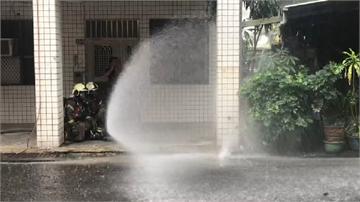 快新聞/施工不慎! 台電外包挖斷天然氣管線 台南消防員噴灑水霧防護