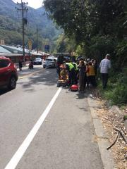 快新聞/新竹尖石計程車對撞廂型車 車身翻覆釀10人受傷送醫