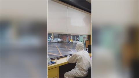 穿防護衣賣檳榔 攤位也採實名制檳榔攤「全副武裝」影片爆紅