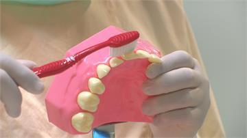 刷牙完別急著漱口!醫生:只吐掉泡泡 效果更佳
