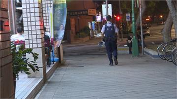 年輕人在便利商店前聊天 遭8名惡煞持刀亂砍