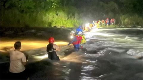 溯溪遇溪水暴漲 20人受困南澳北溪獲救