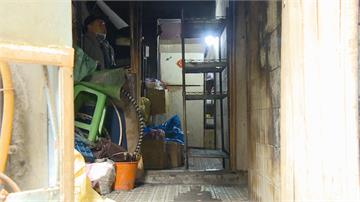 員警巡邏見民宅廚房竄火舌 狂噴17支滅火器警民合作控制火勢