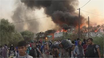 疑不滿武肺確診被封營 希臘摩利亞難民營連兩天爆大火