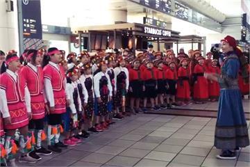 高鐵邀原民兒童合唱團 旅客駐足欣賞天籟