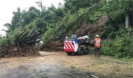 快新聞/左鎮往新化「台20線25公里處」土石泥流滑落 目前單向通車