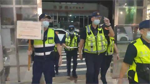 防疫措施提升第二級!  中警「夜襲」八大行業 4店違規挨罰