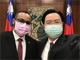 快新聞/索馬利蘭駐台灣代表處明揭牌 吳釗燮曬合照:台索關係重大一步