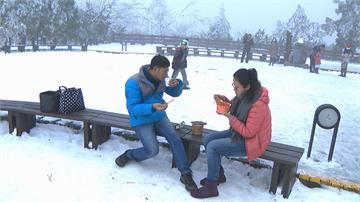 快新聞/下雪急凍熱食超夯! 太平山莊3天賣破千碗泡麵 民眾笑喊「上來就為了這一碗」