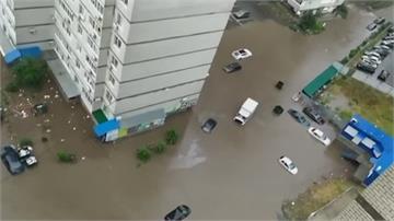 俄羅斯黑海港城突降暴雨 汽車滅頂鐵路斷