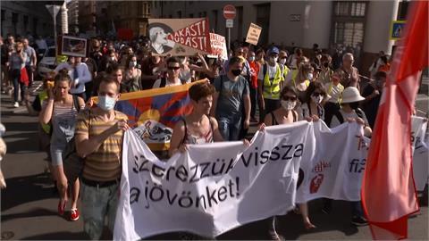抗議中國復旦大學分校 匈牙利數千人抗議
