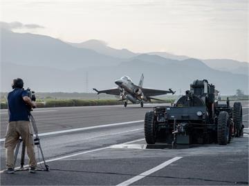 快新聞/2400億元軍購特別預算拍板通過 蘇貞昌:用最好準備防止戰爭發生