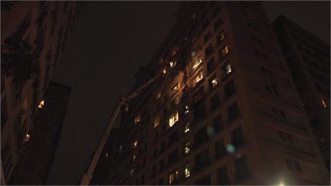 6樓臥室突竄火舌 幸屋內母子及時獲救送醫