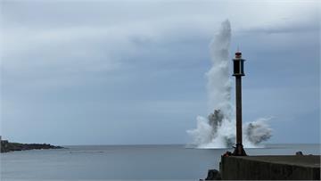 快新聞/卯澳灣海底13顆未爆彈引爆畫面曝光 水柱高達十多層樓高