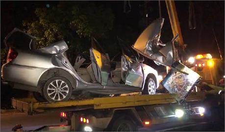快新聞/台南小客車自撞路樹 駕駛頭骨隨車身變形死亡
