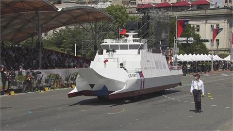 國慶亮點!純鋼骨打造 600噸級「安平艦」仿真模擬車開到總統府