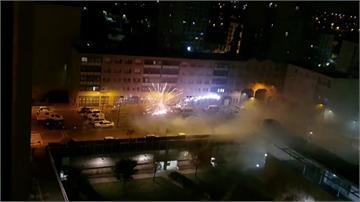 疑機車事故生怨 巴黎近郊警局遭煙火攻擊