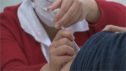 不再提供自費接種!年輕人「何時能打疫苗」 疾管署1張圖秒懂