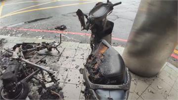 電線短路?宜蘭凌晨騎樓火燒車機車瞬間成火球 燒剩骨架天花板燻黑