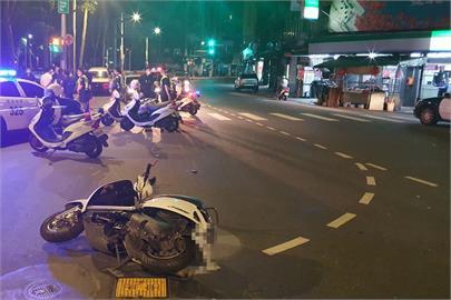 快新聞/網路糾紛約見面談判 轎車一路追逐衝撞機車釀1死1傷